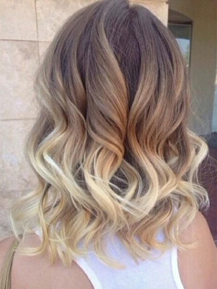 Coupe de cheveux mi long avec couleur