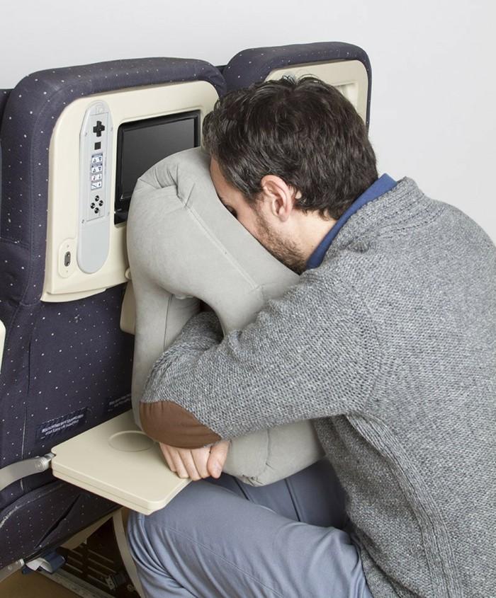 un oreiller de voyage est t il vraiment n cessaire. Black Bedroom Furniture Sets. Home Design Ideas
