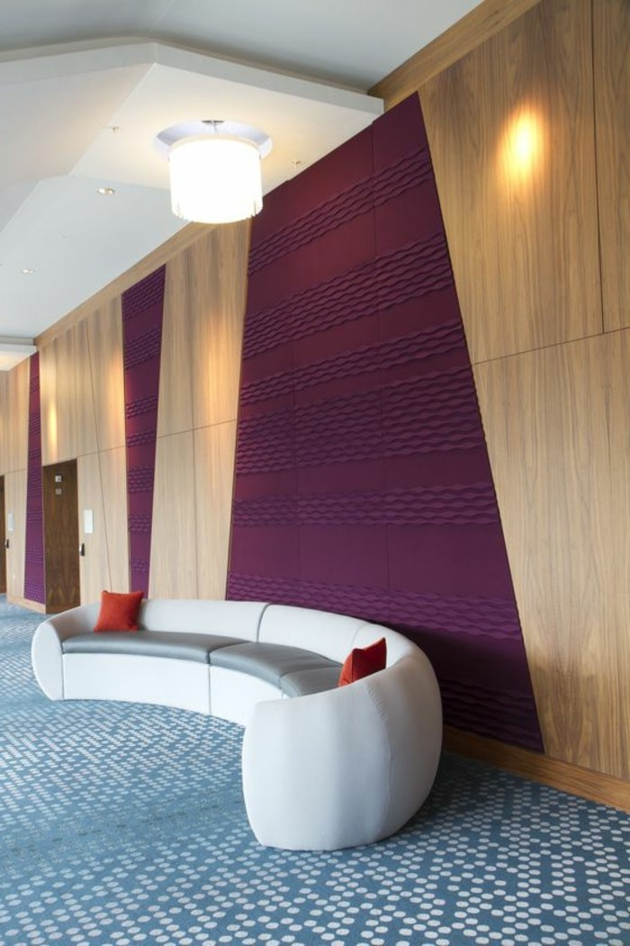 decoration-avec-decors-muraux-en-bois-et-accent-coloré-en-violette-foncé-murs-deco