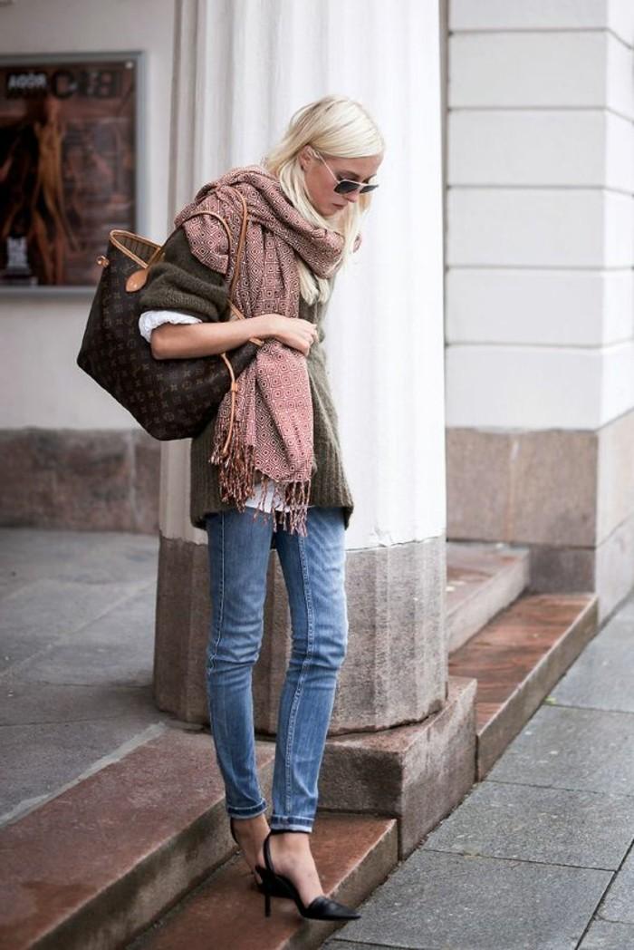 echarpe-femme-rose-comment-porter-une-echarpe-femme-foulard-decoration-accessoire