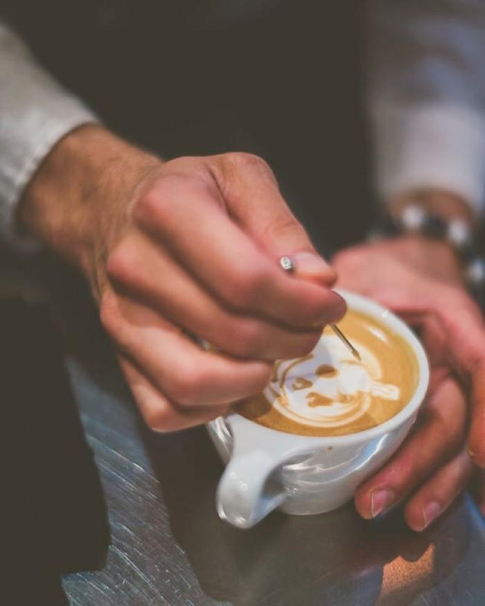 excellente-latté-barista-café-boire-cafe-beau-votre-art