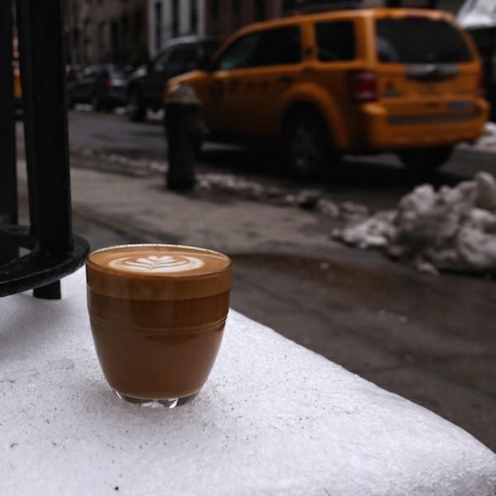 faire-un-cappuccino-recette-starbucks-a-recette-café-frappé-peinture-de-crème-frais