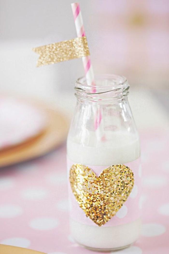 fete-anniversaire-décoration-gateau-anniversaire-boire-lait