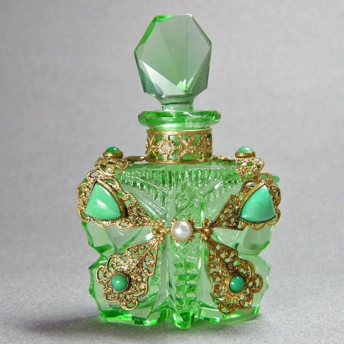flacon-de-parfum-artisanat-cheque-papillon-croix-stylise-incruste-resized