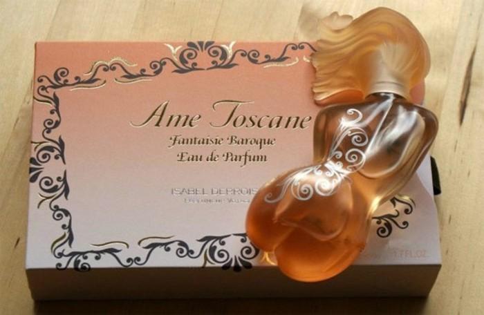 flacon-de-parfum-femme-nue-allongee-resized