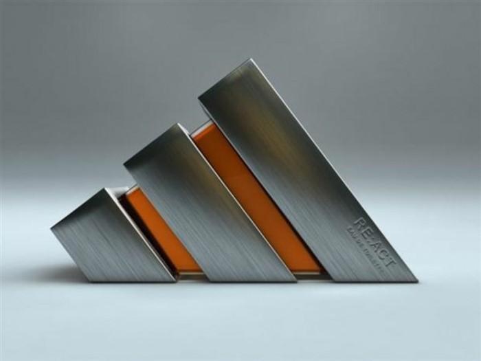 flacon-de-parfum-figure-modernistique-triangle-resized