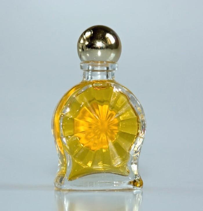 flacon-de-parfum-soleil-rayonnant-et-brillant-resized