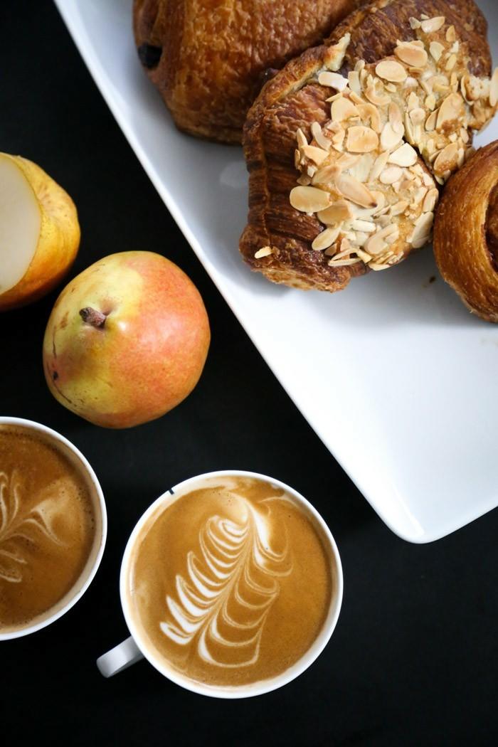formidable-latte-macchiato-café-coloré-art-déjeuner