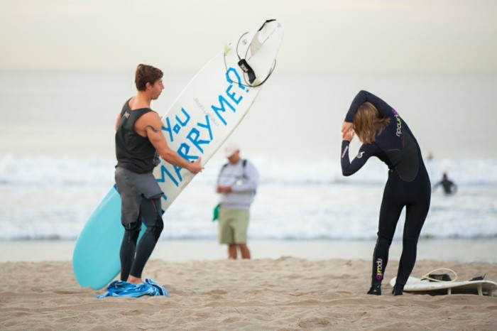 formidable-surf-idee-demande-en-mariage-romantique-et-originale