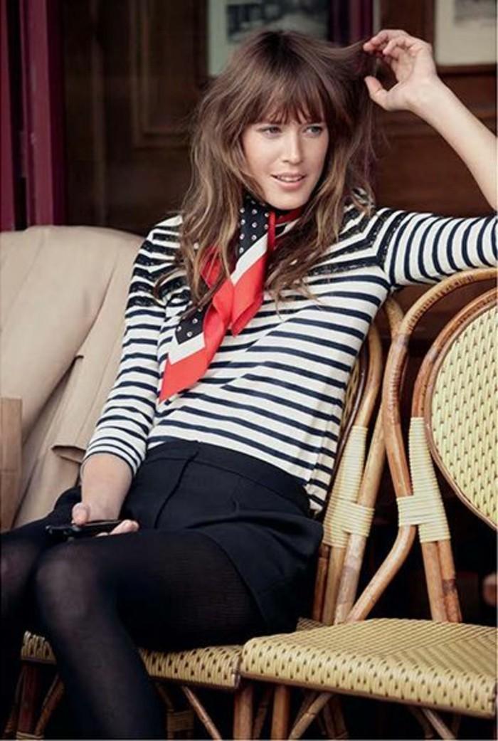 foulard-hotesse-de-l-air-comment-etre-chic-pantalon-elegant-noir-femme-blouse-à-rayures