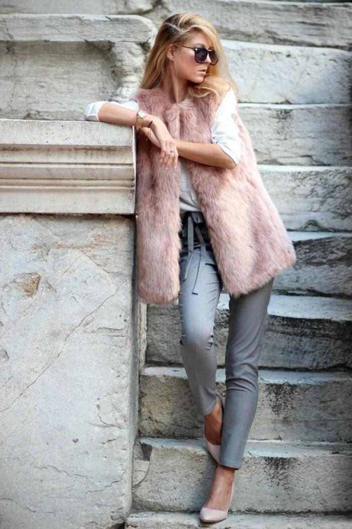 gilet-fourrure-rose-avec-un-pantalon-elegant-gris-manteau-femme-fourrure-rose