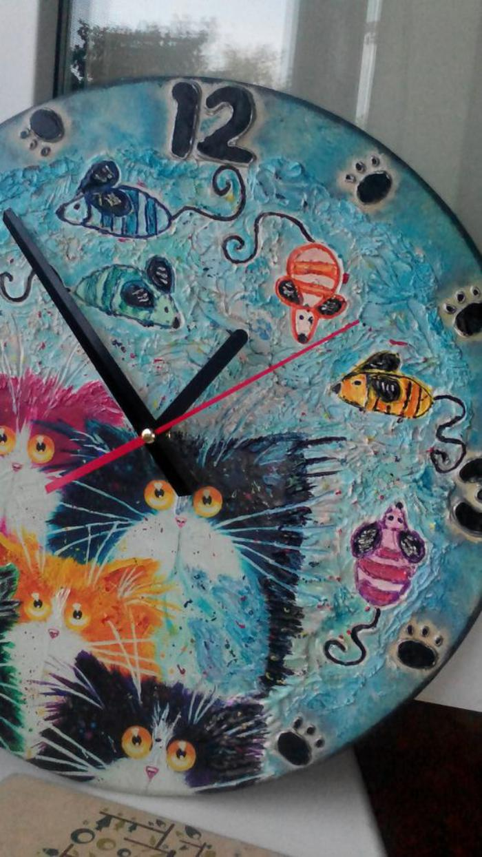 la grande horloge murale en photos with grande horloge murale moderne. Black Bedroom Furniture Sets. Home Design Ideas