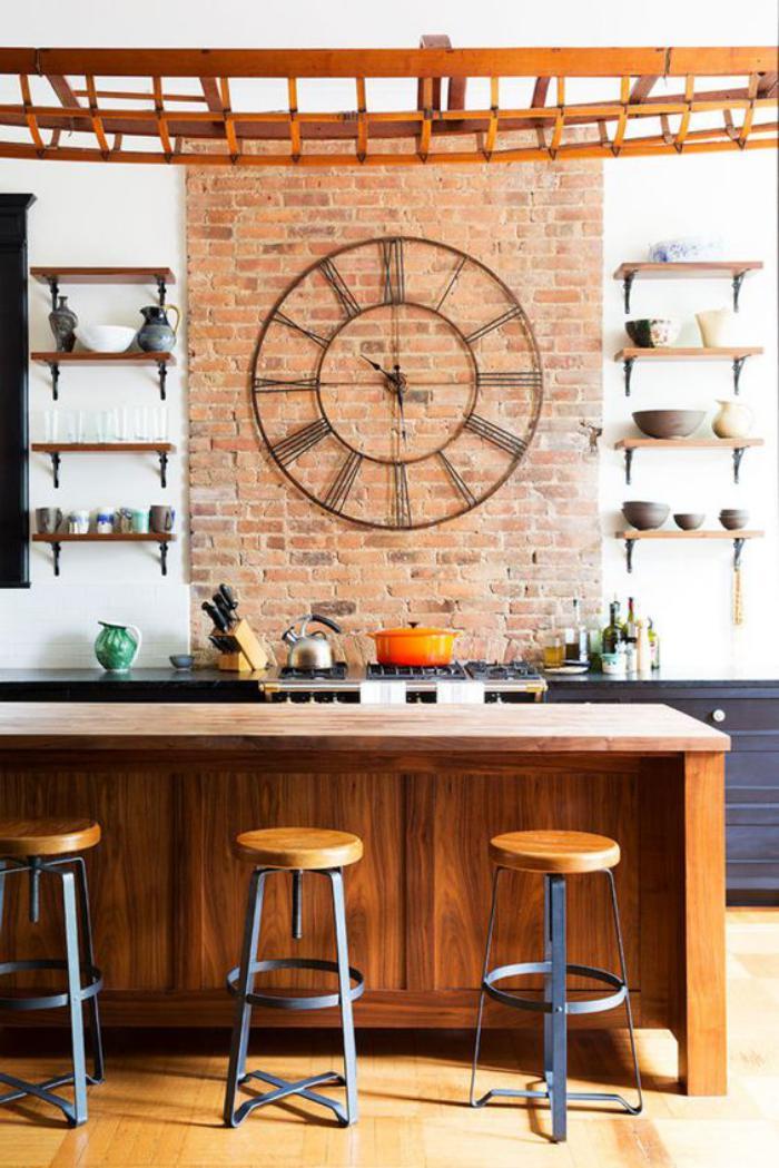 grande-horloge-murale-décoration-de-cuisine-indusrielle