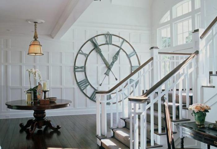 grande-horloge-murale-décoration-d'entrée