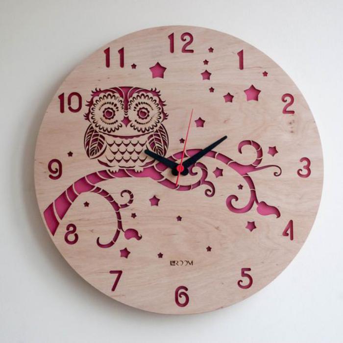 grande-horloge-murale-en-bois-dessin-hibou