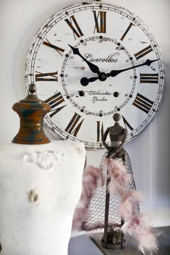 grande-horloge-murale-très-chic-et-blanche