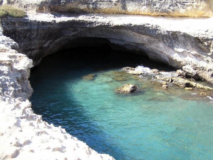 grotta-della-poesia-cave-of-poetry-piscines-naturelles-corse