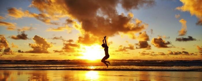 heureuse-image-fond-ecran-image-nature-belle-au-lever-soleil-heureux-saute