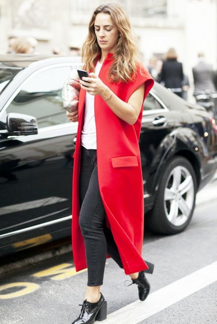 idée-comment-porter-le-gilet-long-sans-manche-femme-rouge