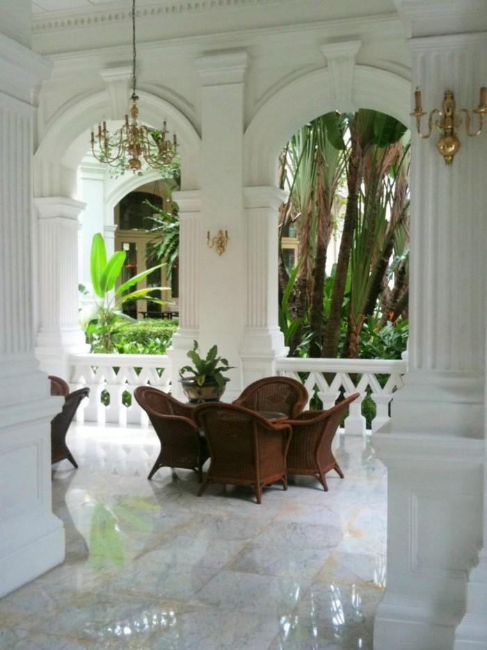 Meuble Tv Exotique : Idée-meuble-tv-bois-exotique-meuble-tv-exotique-veranda-balcon-blanc
