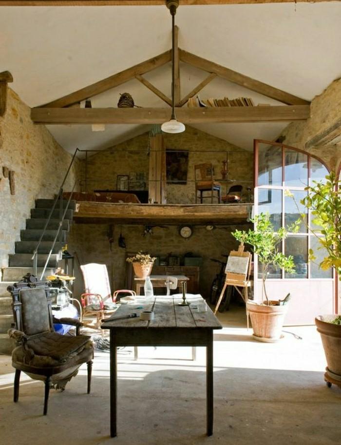 interieur-de-style-rustique-pierres-de-parement-maison-rustque-escalier-d-interieur-resized