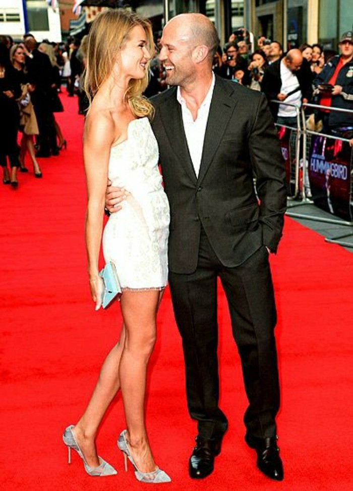 jason-statham-sur-le-carpet-rouge-rosie-whiteley-les-meilleurs-couples-amoureux-hollywood