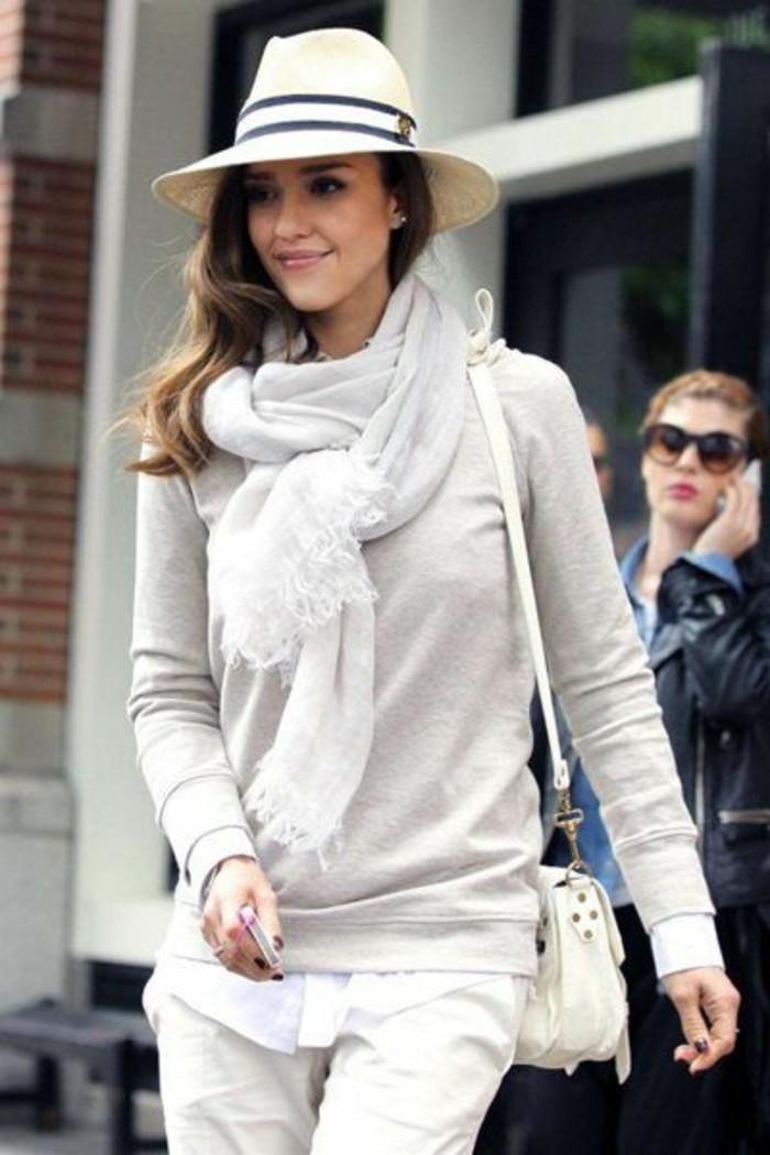 jessica-alba-aime-les-echarpes-comment-porter-une-écharpe-été-femme-outfit-en-beige