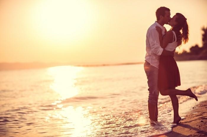 jeste-romantique-demande-acte-de-mariage-plage