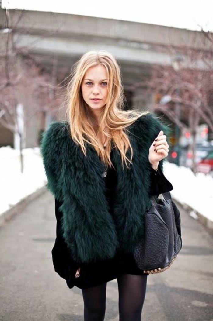 joli-gilet-long-sans-manche-femme-vert-olive-sac-a-main-en-cuir-noir