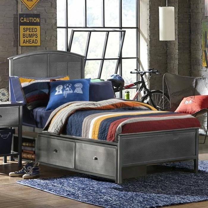 joli-lit-chambre-d-enfant-garçon-lit-en-metal-garcon-tapis-bleu-chambre-industriel