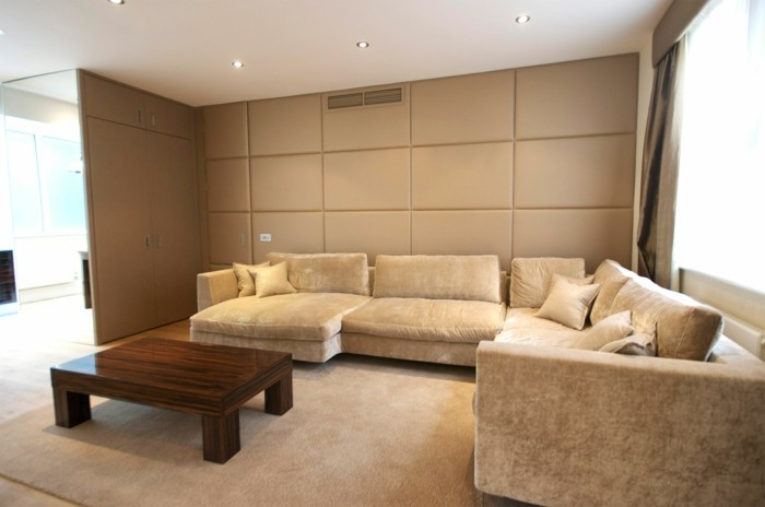 joli-salon-beige-avec-panneaux-muraux-beiges-decoration-avec-panneaux-murales