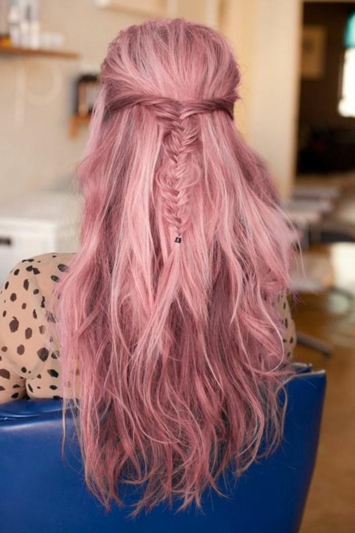 jolie-coiffure-cheveux-roses-tuto-coiffure-cheveux-mi-longs-idée-de-coiffure