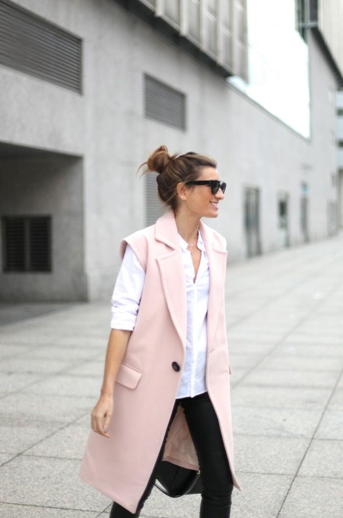 jolie-fille-superbe-manteau-fourrure-sans-manche-rose
