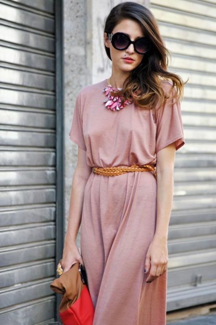 jolie-robe-d-ete-en-rose-robe-tendance-2016-femme-lunettes-de-soleil