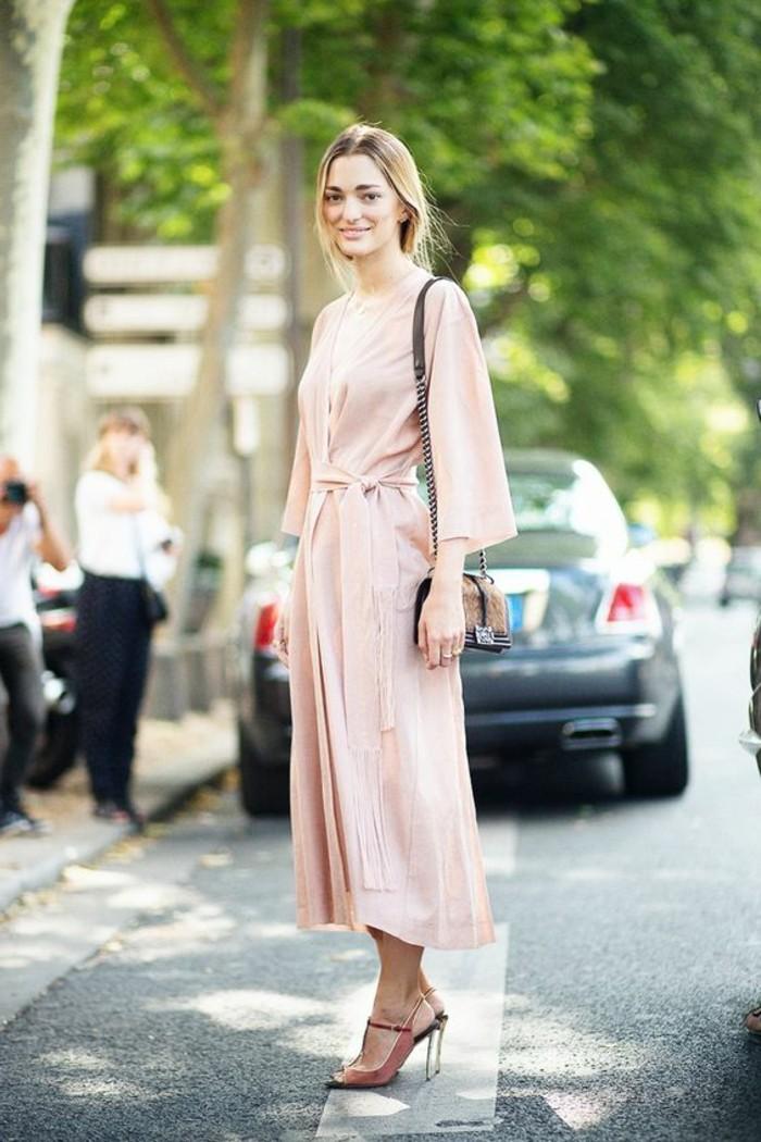 jolie-robe-en-rose-collection-printemps-été-2016-les-femmes-modernes-sac-bandoulier