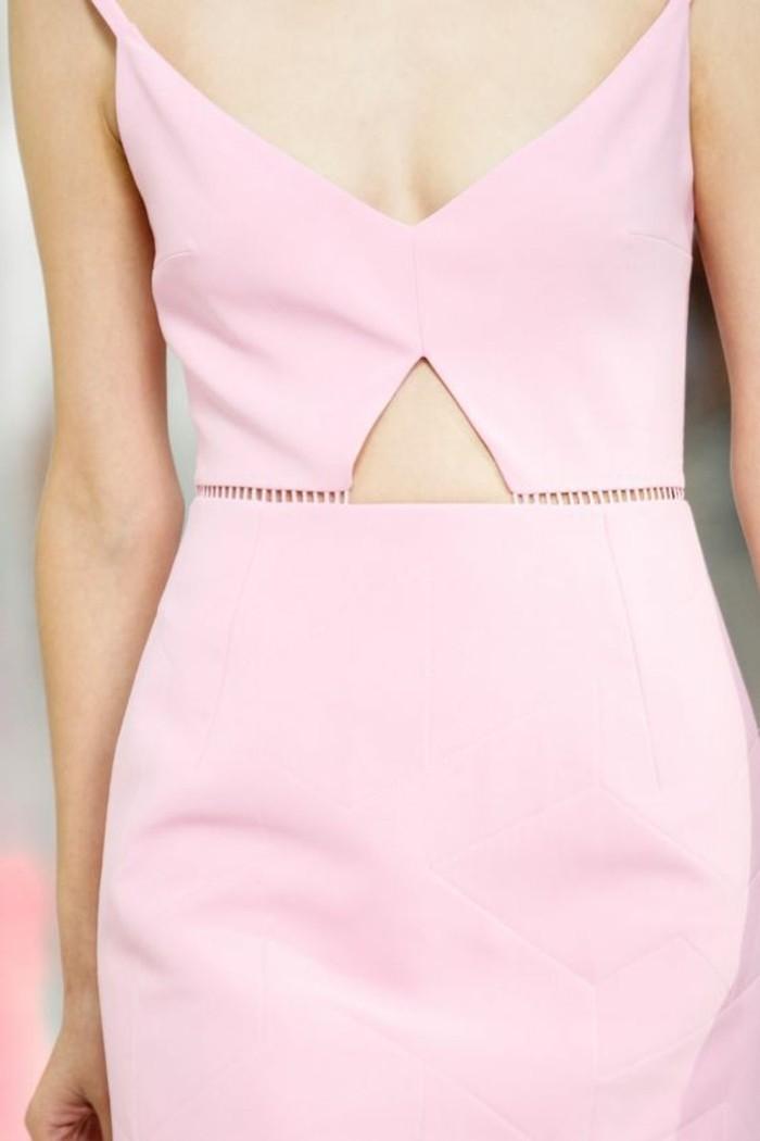 jolie-robe-rose-pale-tendances-d-ete-femme-2016-mode