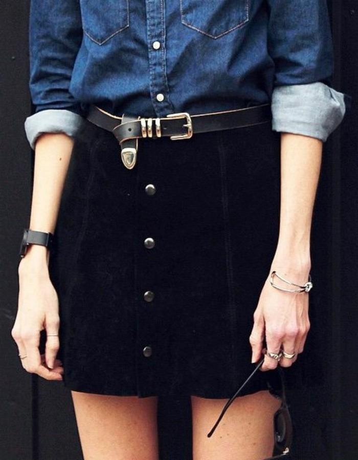 jue-courte-noire-chemise-en-denim-comment-porter-les-vetements-selon-les-dernieres-tendances