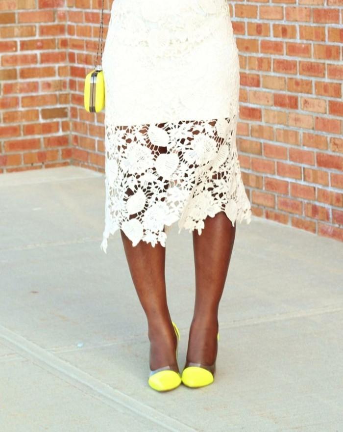 jupe-dentelle-blanche-portee-avec-des-accessoires-flashy-resized
