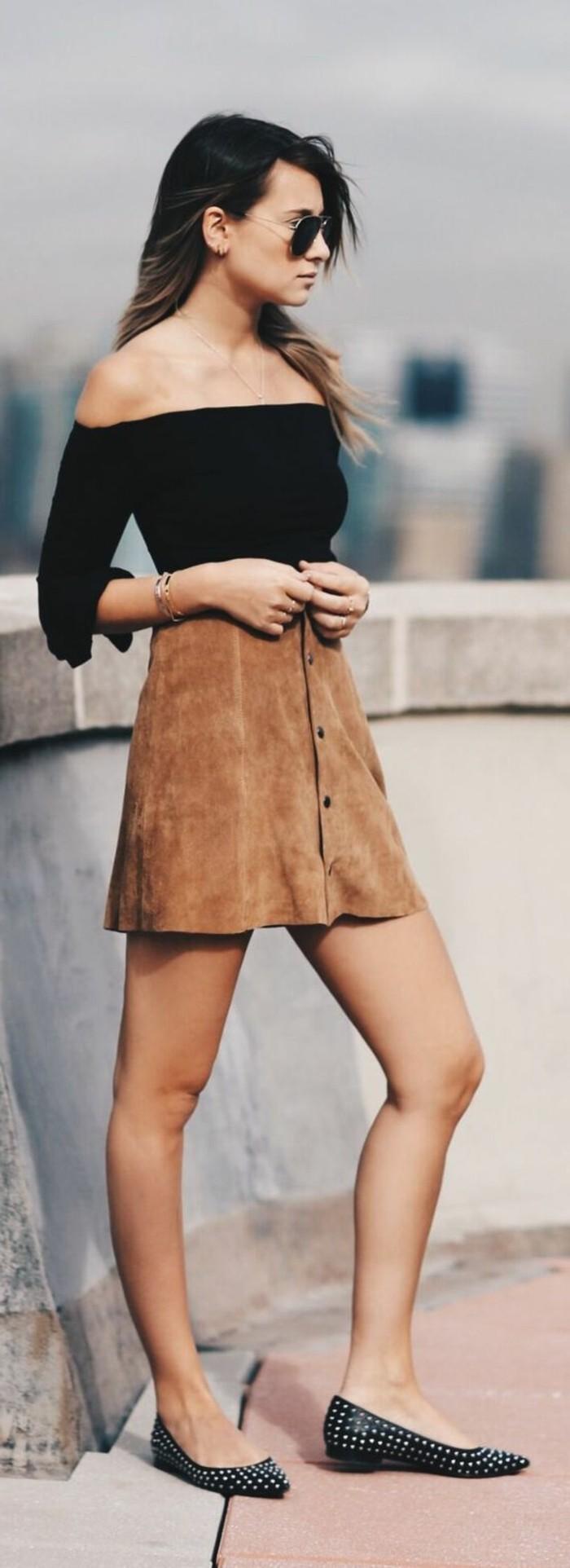 jupe-en-dame-couleur-marron-top-noir-les-dernieres-tendances-de-la-mode-vetements-modernes