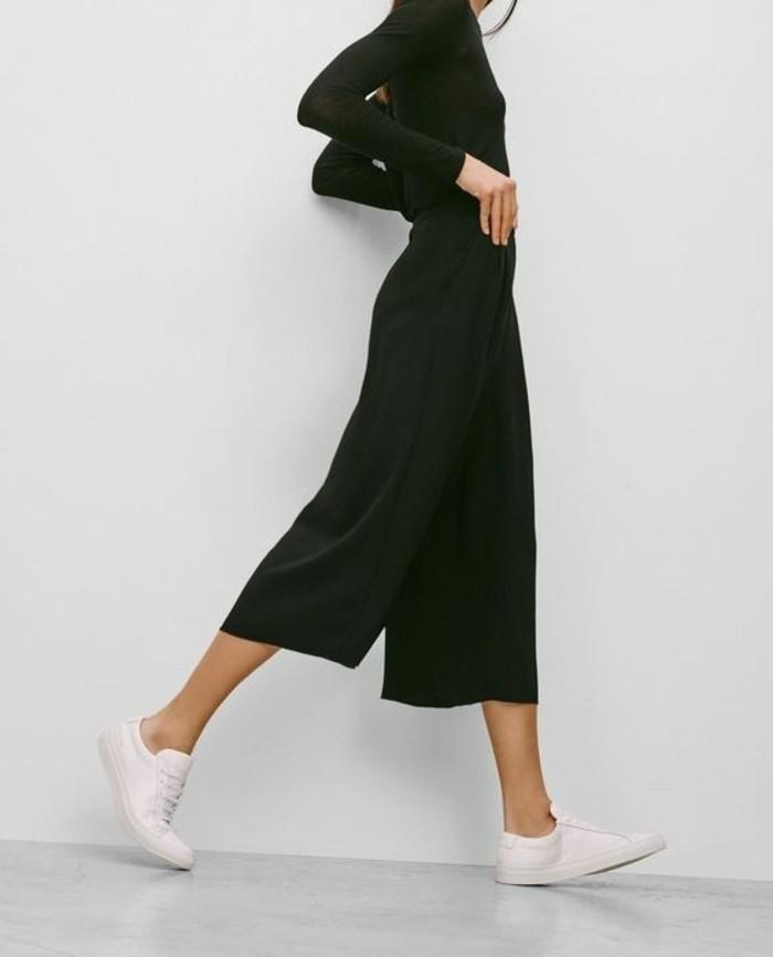 jupe-mi-courte-noire-chaussures-beiges-tendances-de-la-mode-otfit-noir-moderne