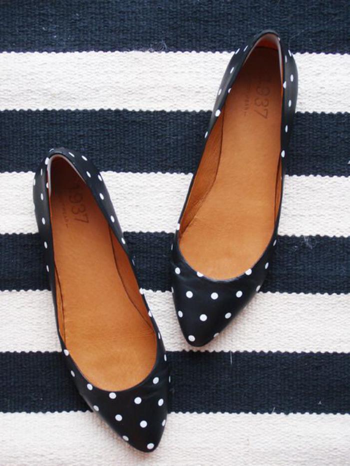 la-ballerine-belles-chaussures-plates-pointillées
