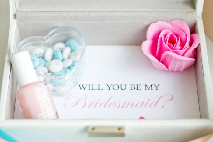 La demande t moin mariage 55 id es qui vont vous charmer - Boite derriere la porte pas cher ...