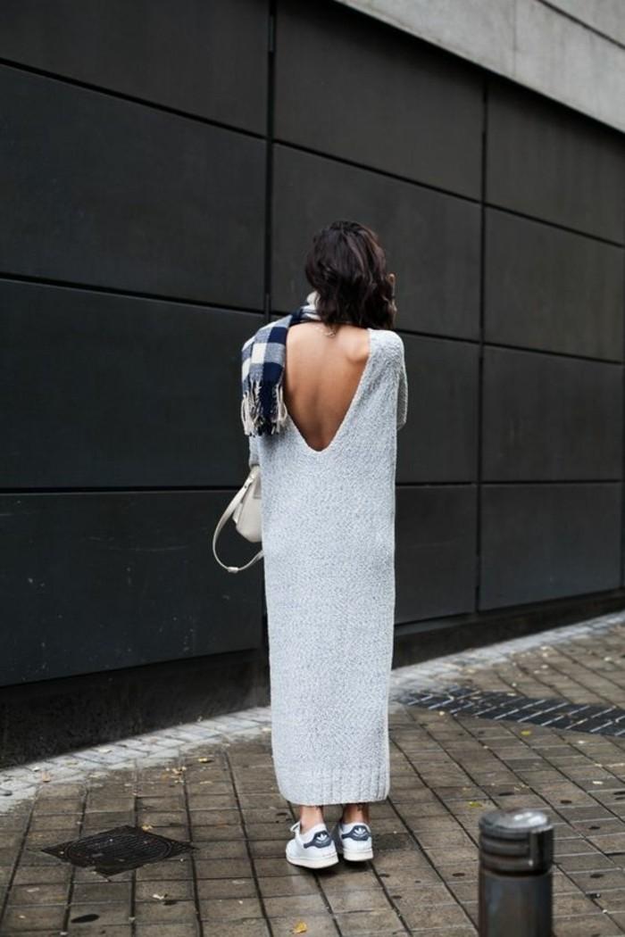 les-dernieres-tendances-chez-les-sneakers-femme-blanches-gris-jupe-longue-grise