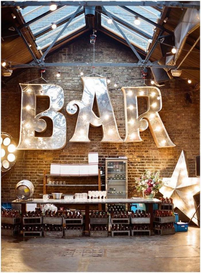 lettre-murale-décoration-de-bar-style-loft-avec-verrière-de-toit