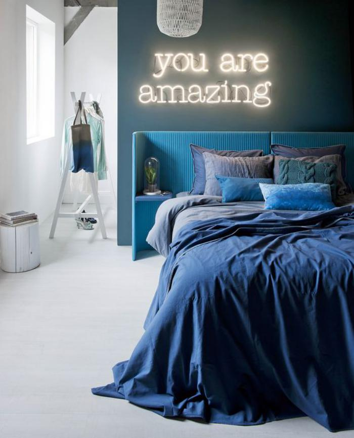 lettre-murale-déco-lumineuse-dans-une-chambre-à-coucher