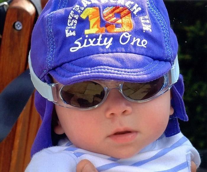 lunette-de-soleil-de-marque-bebe-rieur-et-blagueur-resized
