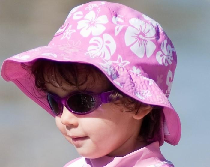 lunette-de-soleil-de-marque-violet-assorti-au-chapeau-resized