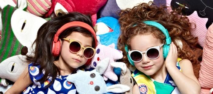 lunettes-de-soleil-solides-deux-fillettes-resized
