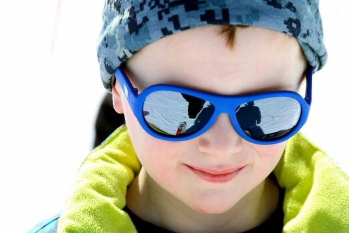 lunettes-soleil-enfant-beau-bleu-type-aviateur-resized