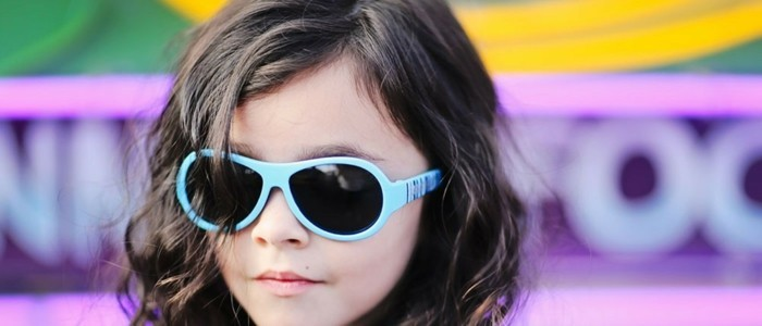lunettes-soleil-enfant-bleu-pastel-fillette-resized